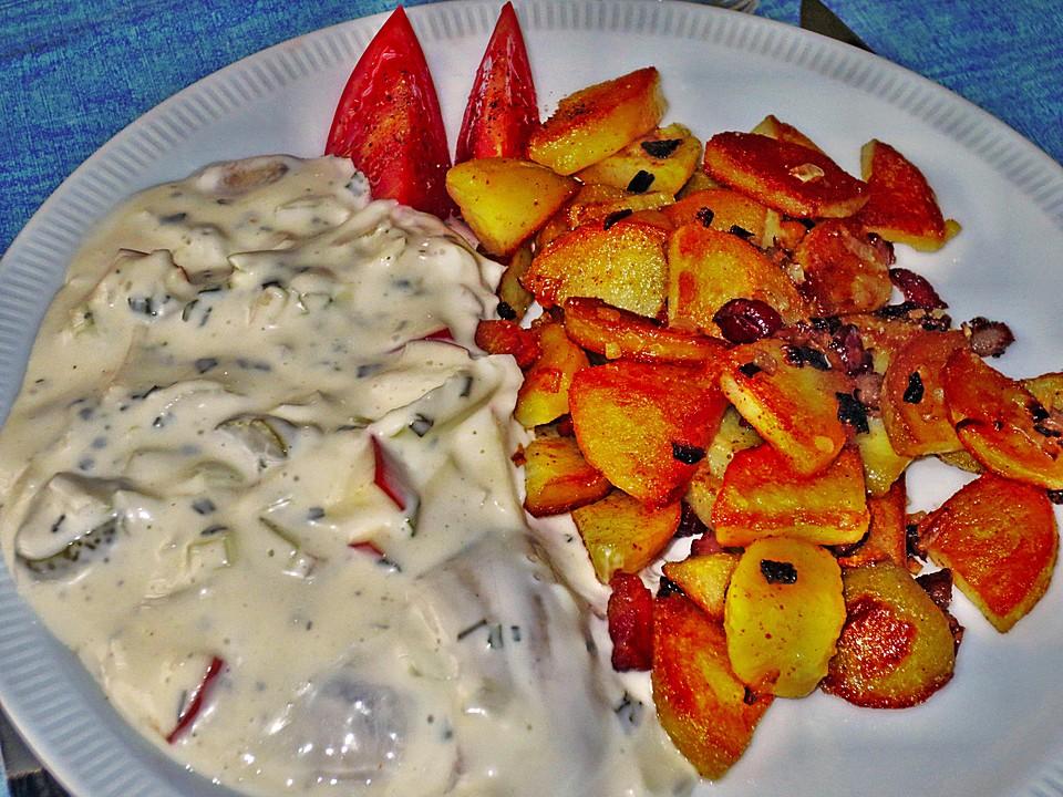Knusprige Bratkartoffeln mit Sahnehering (Rezept mit Bild.