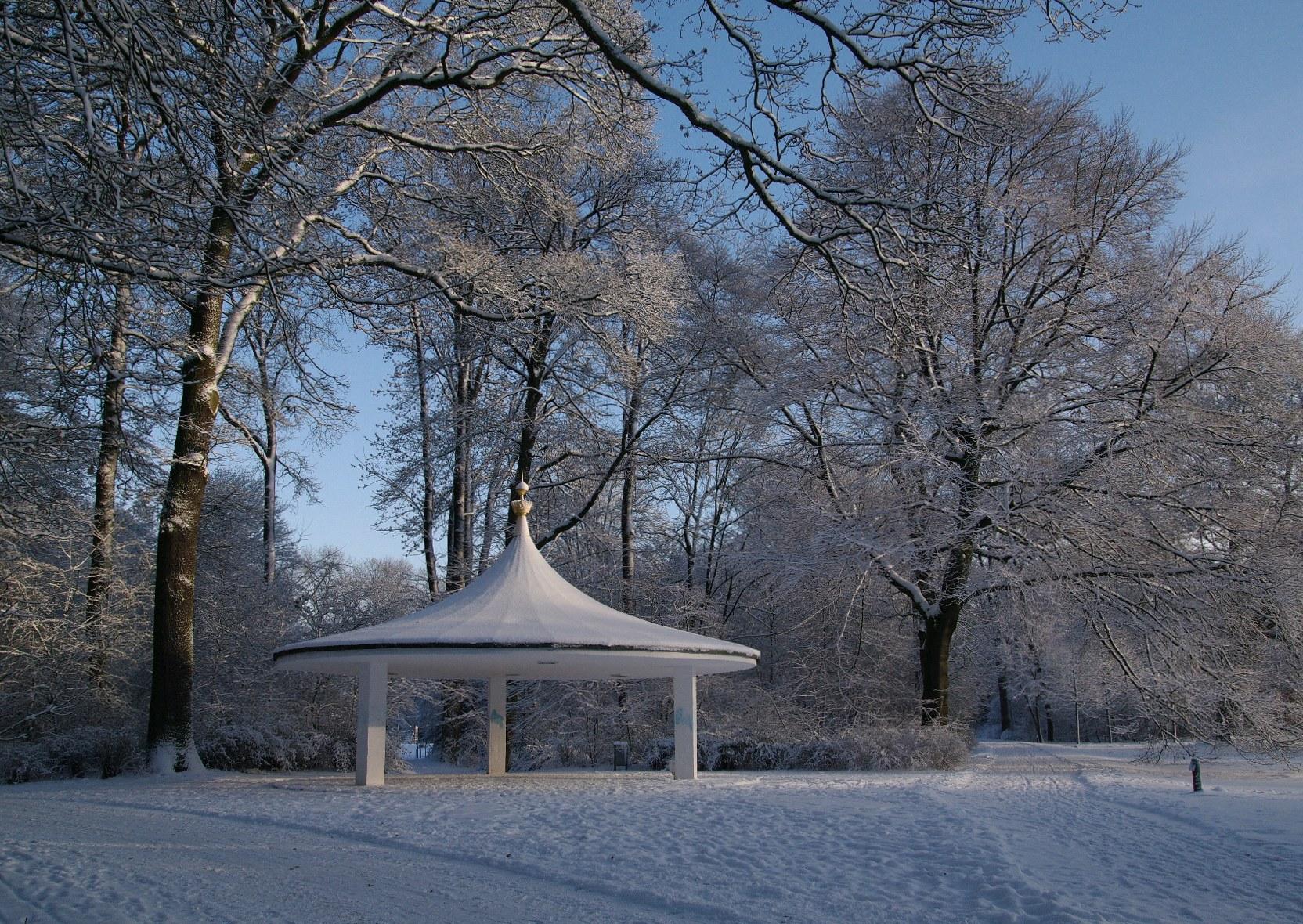 File:Bremen buergerpark pavillon jk0331.jpeg.