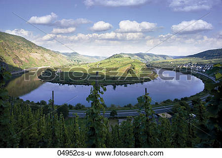 Stock Images of Germany, Mosel river near Bremm 04952cs.