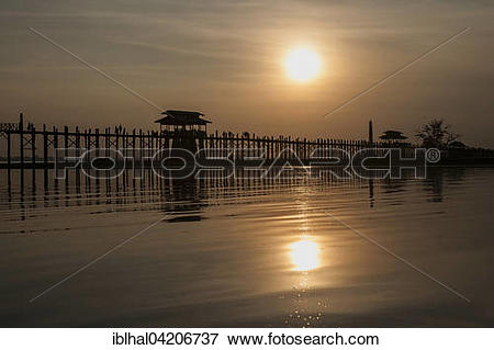 Picture of People walking on the U Bein Bridge, Taungthaman Lake.