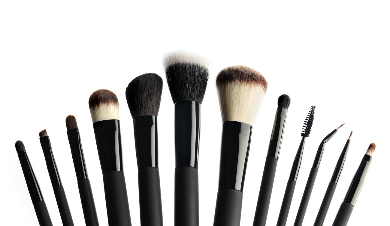 Usos de brochas y pinceles de maquillaje.
