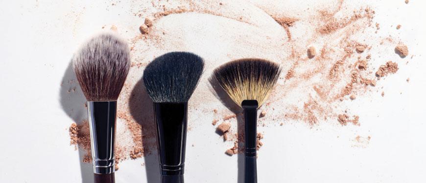 ¡Paso a paso! Cómo limpiar las brochas de maquillaje.