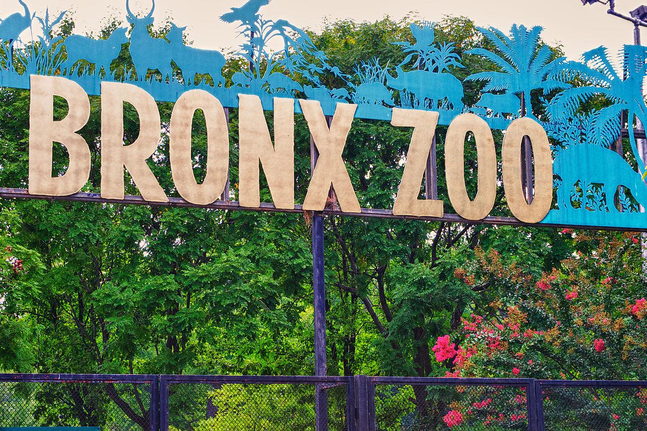 File:Bronx Zoo sign.jpg.