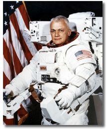 Astronaut Mccandless.