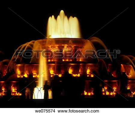 Stock Photo of BUCKINGHAM FOUNTAIN. GRANT PARK CHICAGO. ILLINOIS.