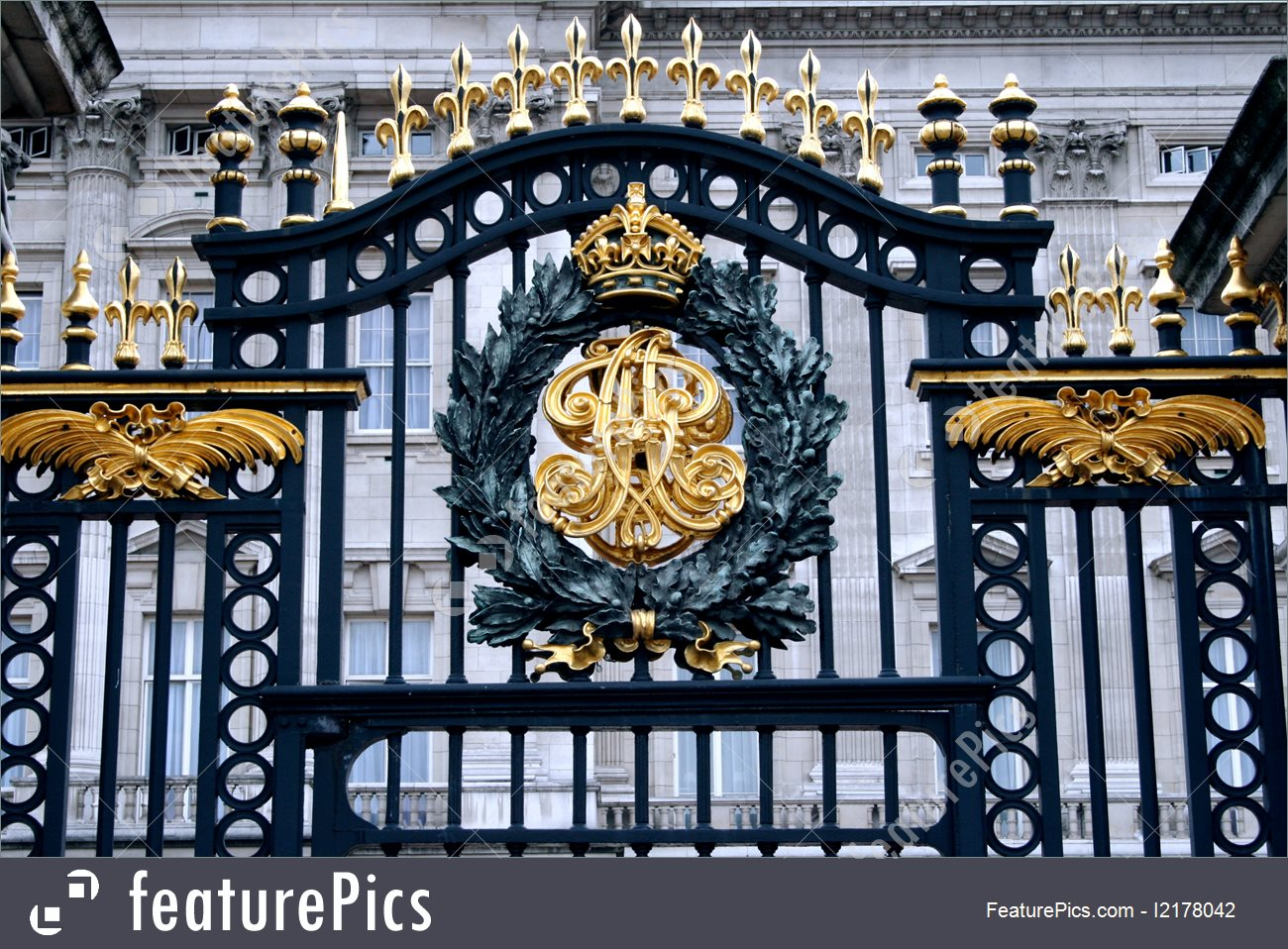 Buckingham Palace Gate Picture.