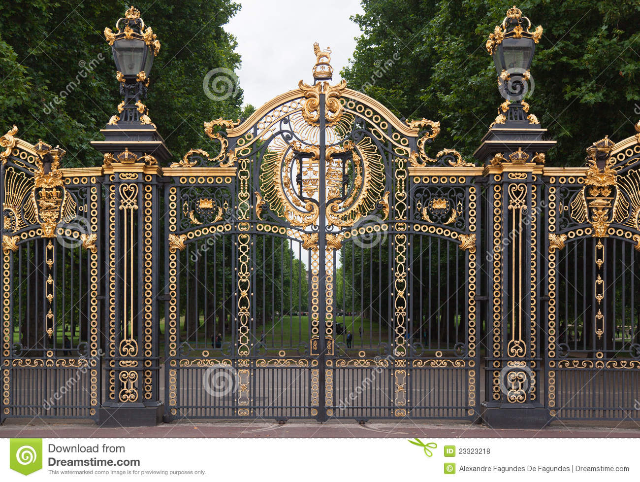 Buckingham Palace Gate London England Royalty Free Stock Photos.
