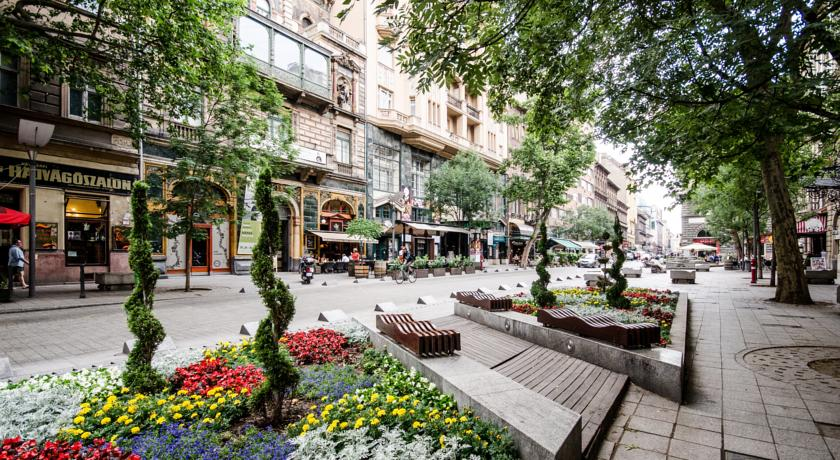 Best Price on Nagymező Utca Flat 2 in Budapest + Reviews.