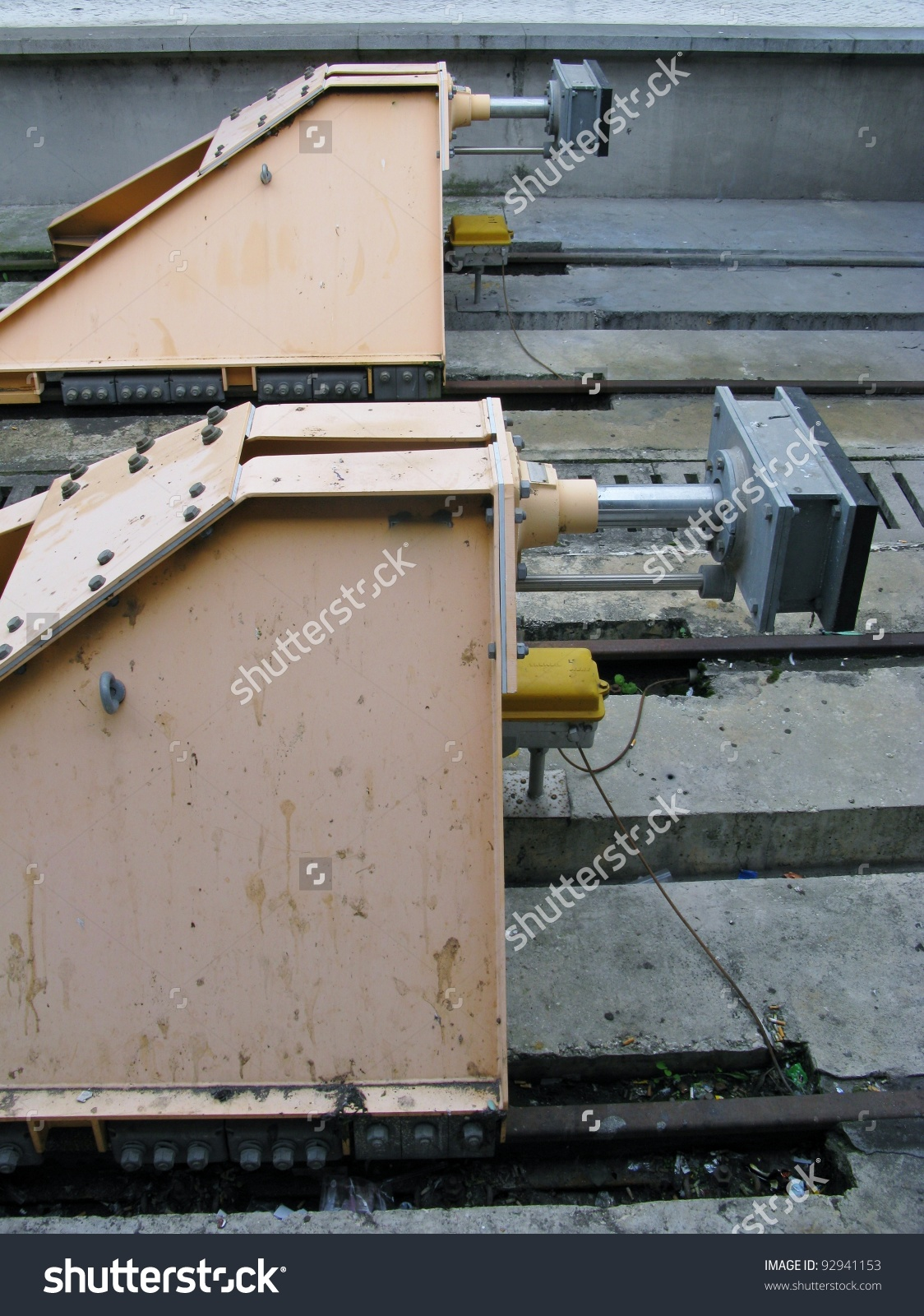 A Metal Buffer Stop In A Train Station Stock Photo 92941153.