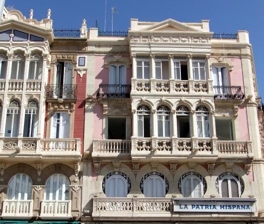 cruise ship in Almería port © Robert Bovington.