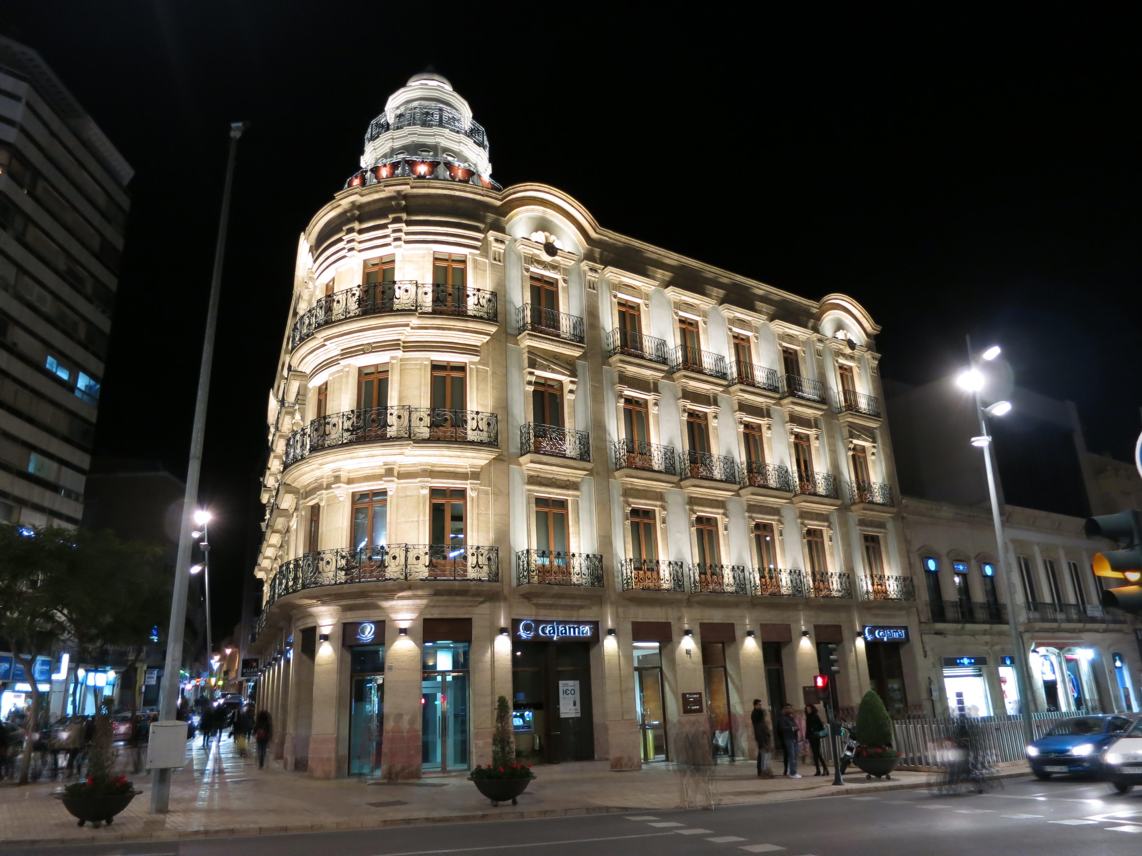 File:Almería. Casa de las Mariposas, en la Puerta de Purchena..JPG.
