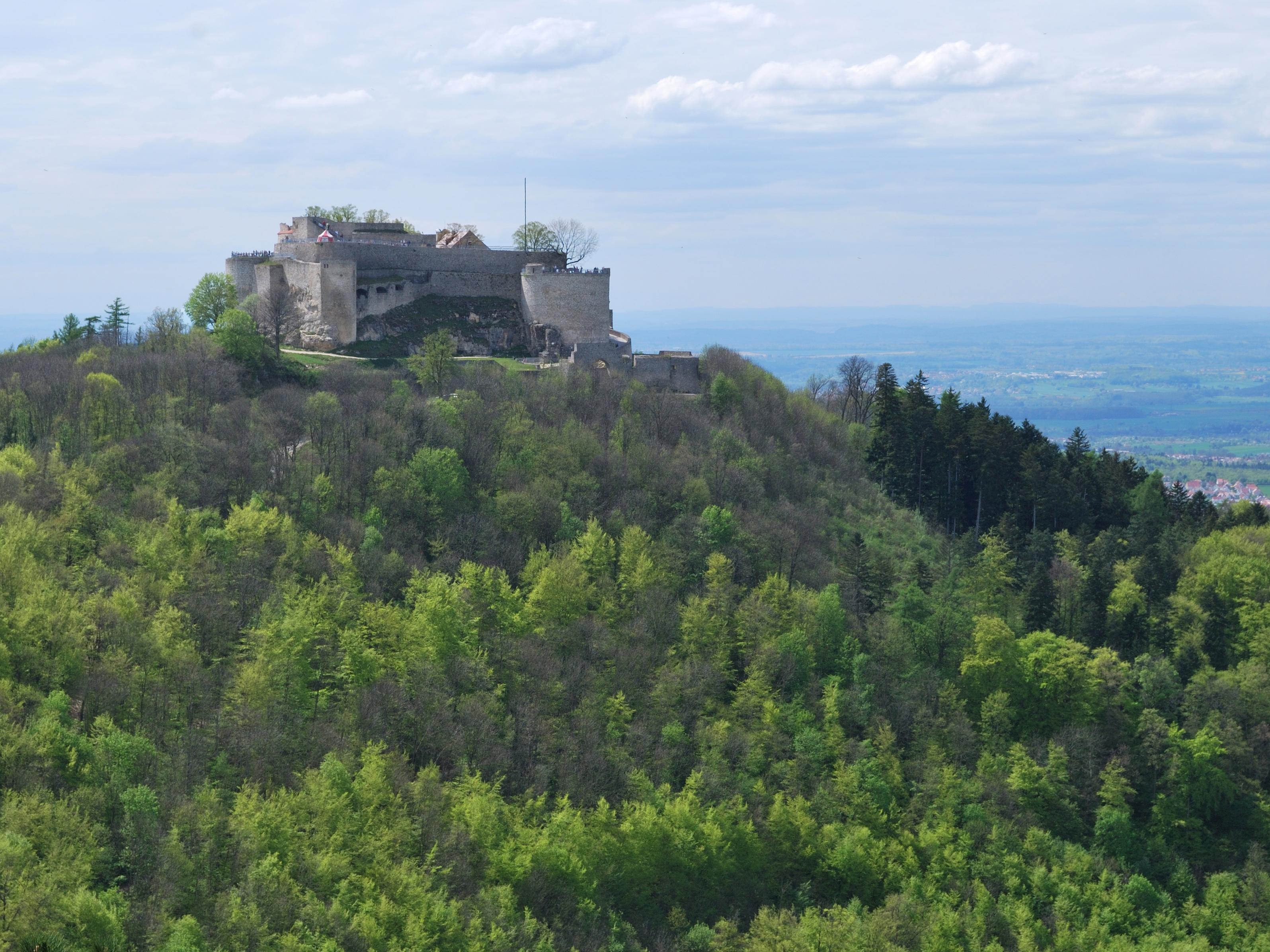 File:Burg Hohenneuffen vom Wilhelmsfels (1).jpg.