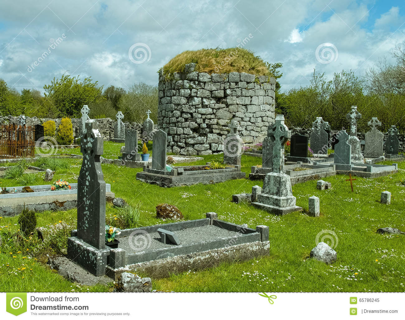 Irish Cemetery With Burial Mound Stock Photo.