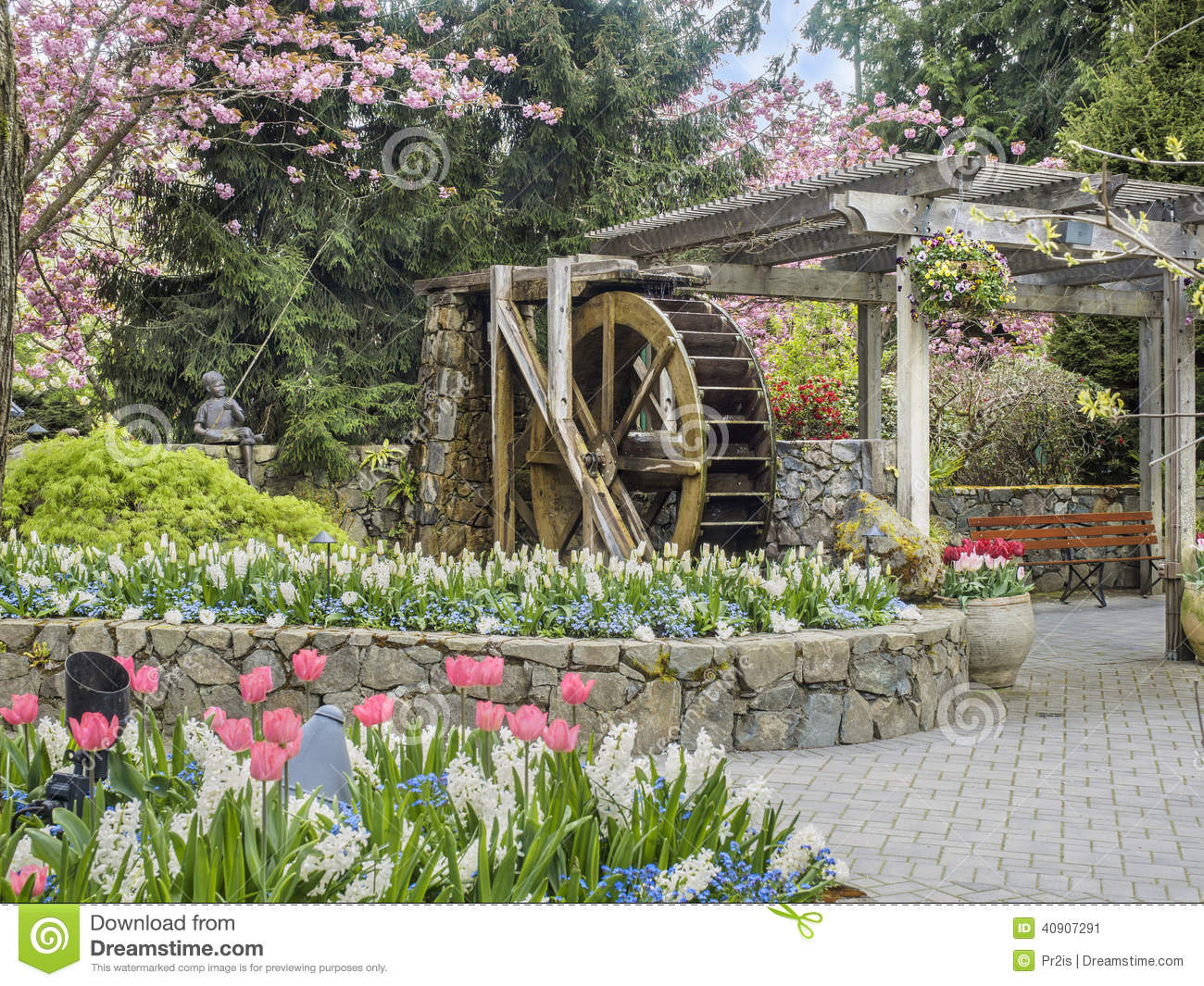 Water Wheel In Butchart Gardens, Victoria British Columbia Stock.