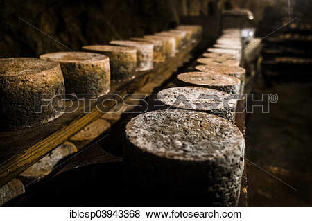Pictures of Queseria Rogelio Lopez Campo, Cabrales cheese maker.