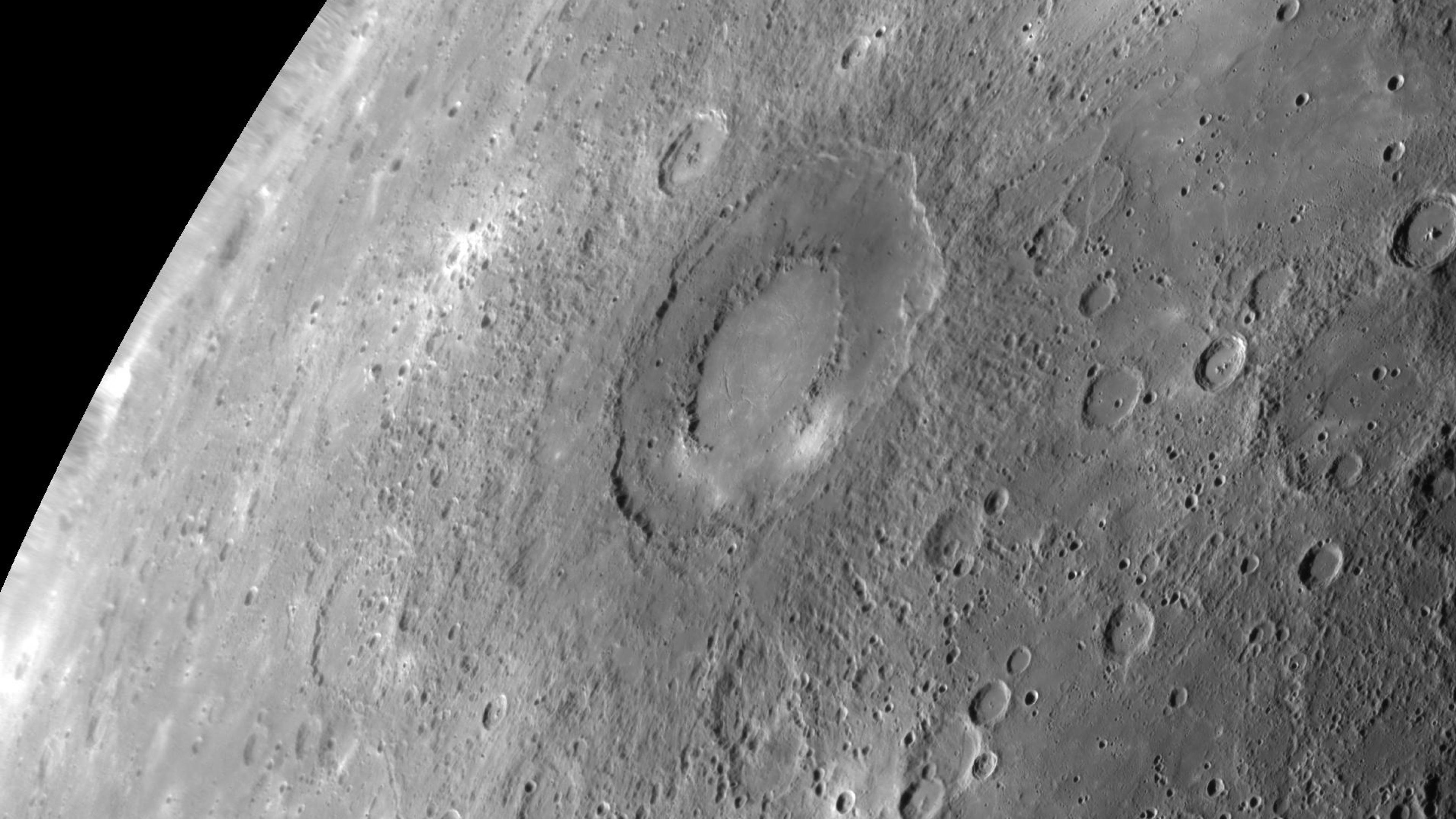 Download Wallpaper 3840x2160 Caloris planitia, Shock structure.