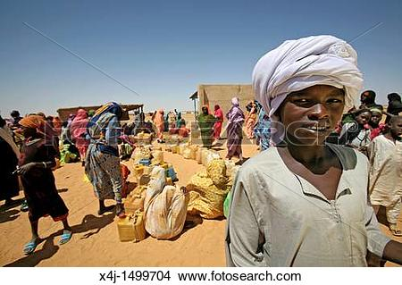 Stock Photo of water well in a sudanese refugee camp in Chad x4j.