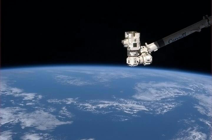 Canadarm 2 pic by Chris Hadfield.