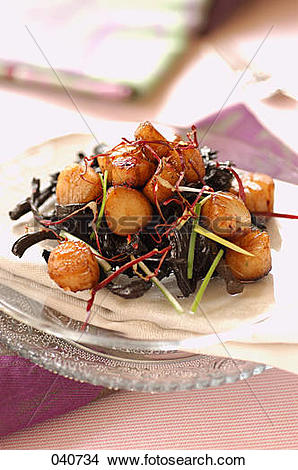 Stock Photo of caramelized petoncle scallops 040734.