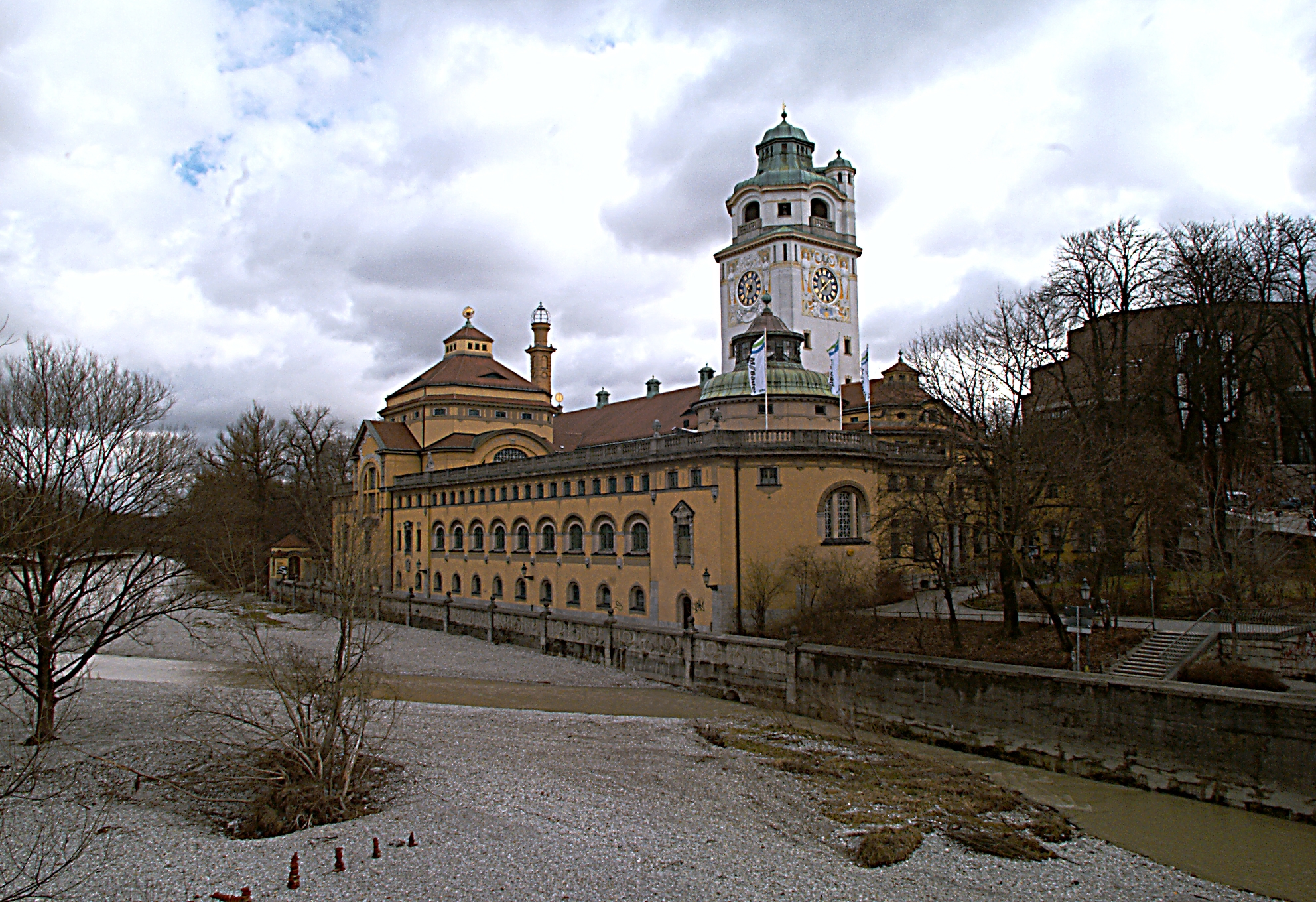 File:Muellersches Volksbad March 2006.jpg.
