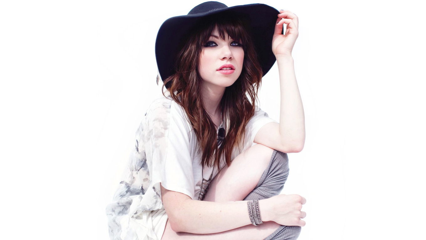 Carly Rae Jepsen With Hat Wallpaper.