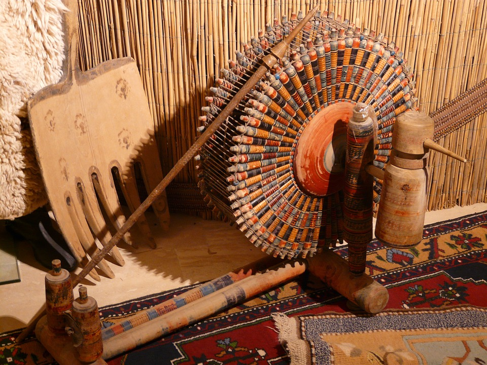Free photo Spinning Wheel Carpet Weaving Center Spindles Turkey.