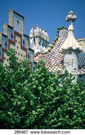 Picture of Tree in front of building, Casa Batllo, Barcelona.