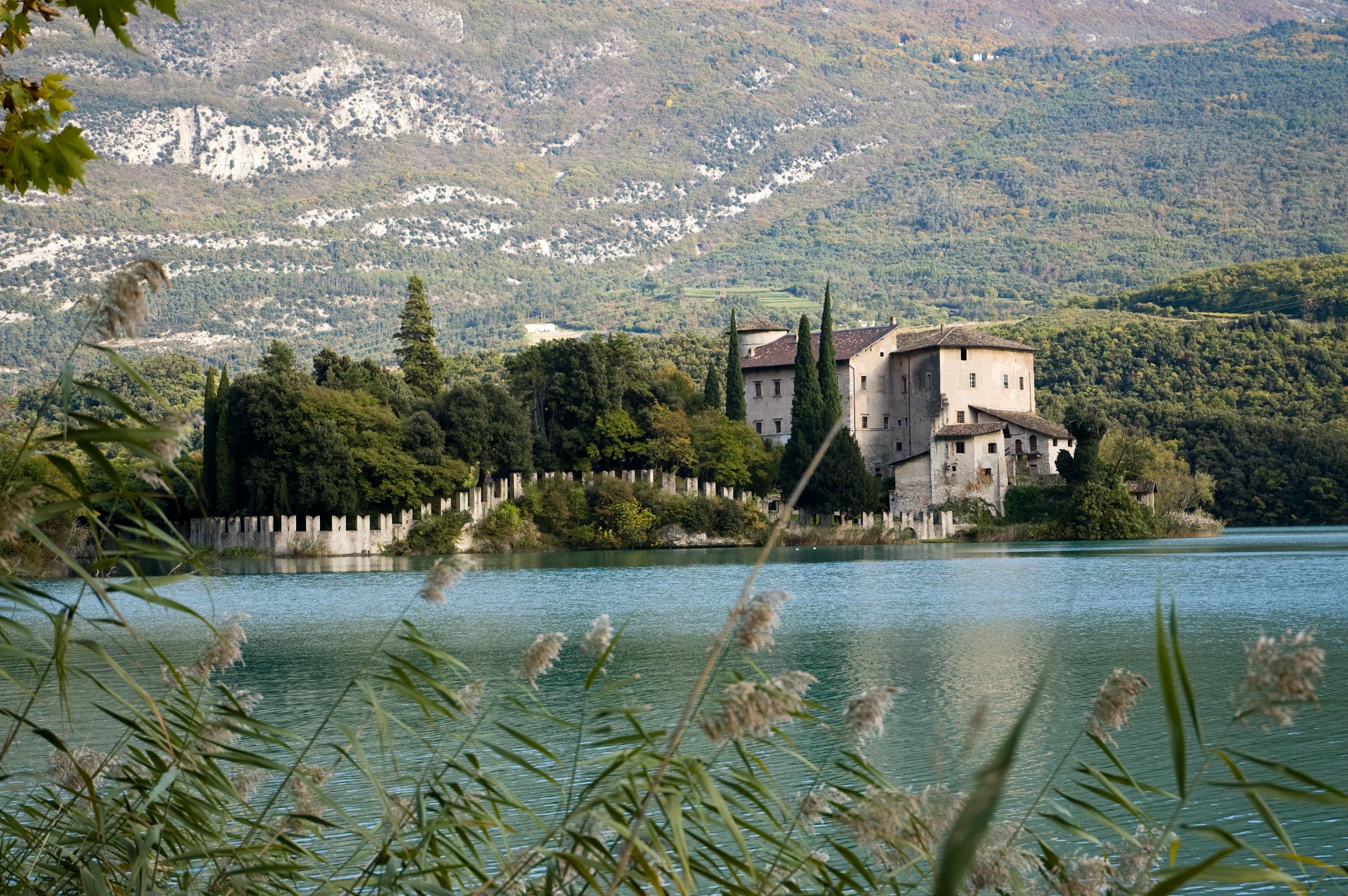 File:Castel Toblino 345.jpg.