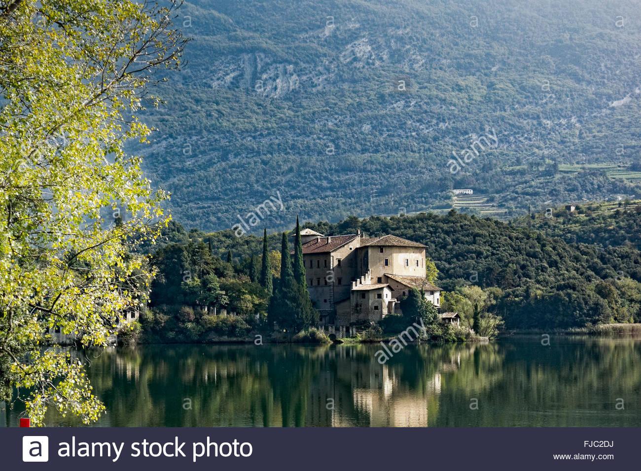 Lago Di Toblino Mit Schloss Castel Toblino, Trentino, Italien.