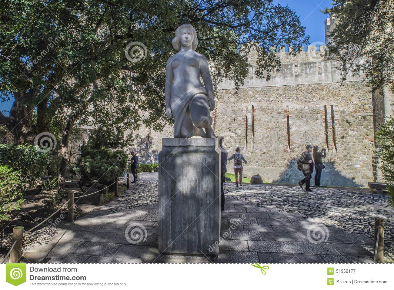 São Jorge Castle (Castelo De São Jorge) Lisbon. Statue Editorial.