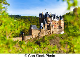 Pictures of Burg Eltz in the forest.