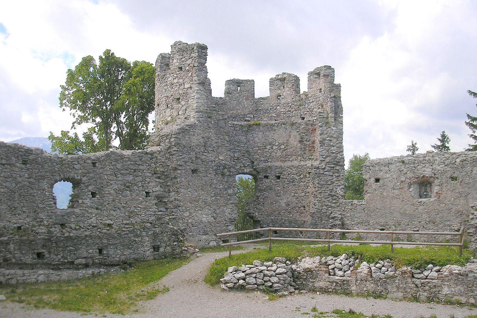 File:Burg Hohenfreyberg Suedwestturm.jpg.