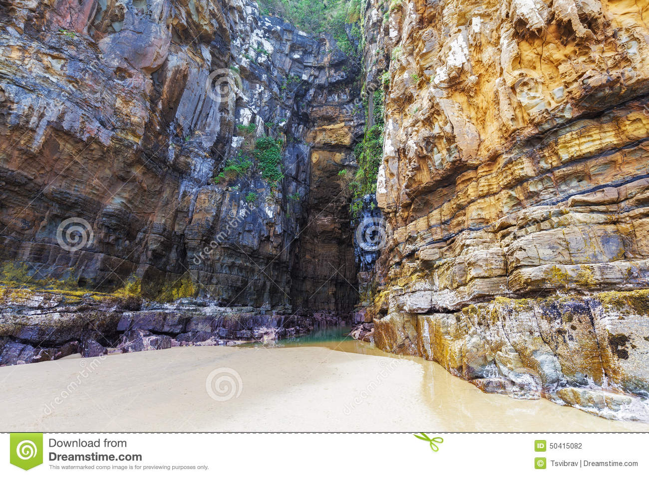 Waipati Beach, Cathedral Cave, Catlins, New Zealand Stock Photo.