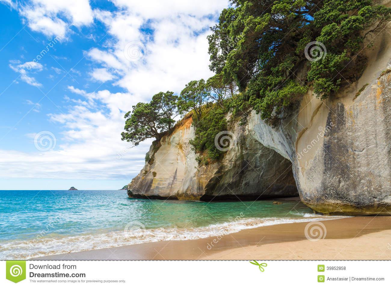 A Cave On The Beach In Cathedral Cove, New Zealand Stock Photo.