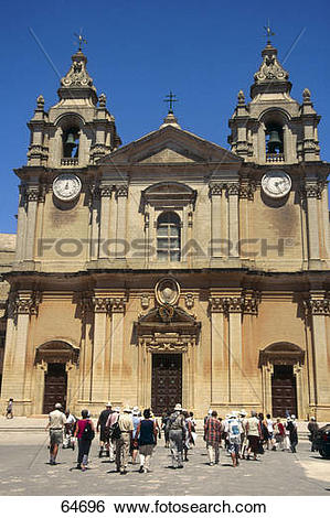 Stock Images of Tourists in front of cathedral, St. Peter.