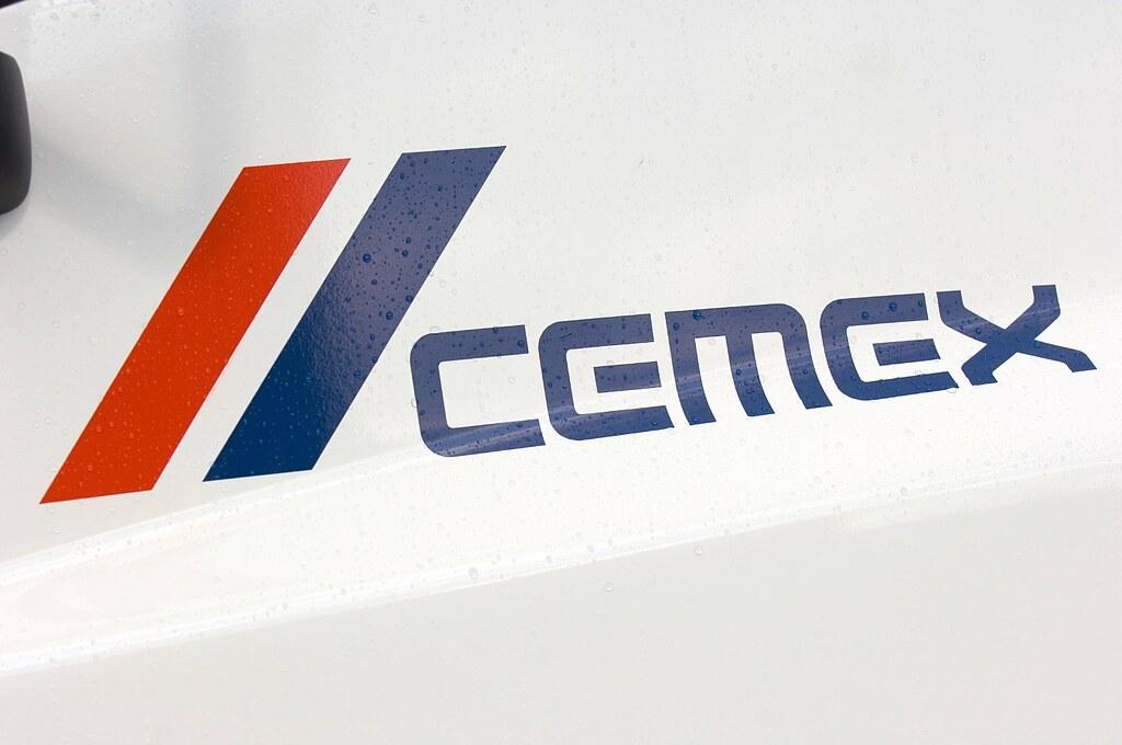 Logo na dveřích autodomíchávače.