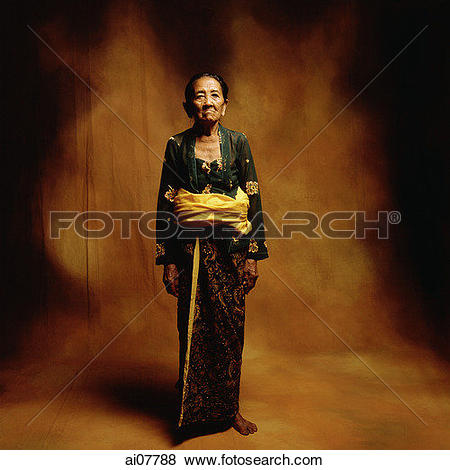 Pictures of Indonesia, Bali, Ubud, Mature Balinese woman in.