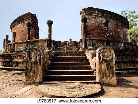 Picture of ancient Polonnaruwa temple.