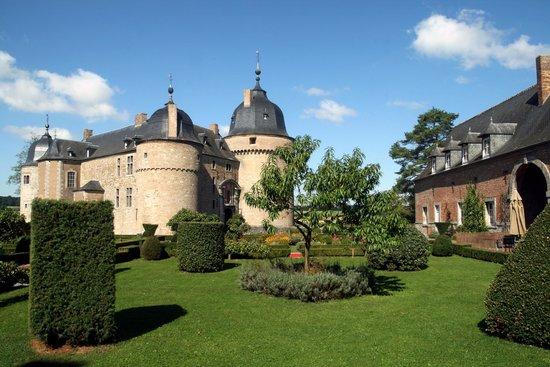 Le Chateau de Lavaux Sainte.