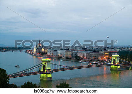 Picture of Szechenyi chain bridge and danube river is098qz7w.