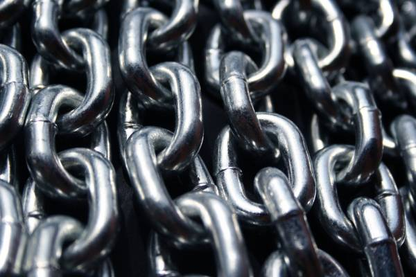 Deadlifting with Chains: Why Science Says Chains Work.