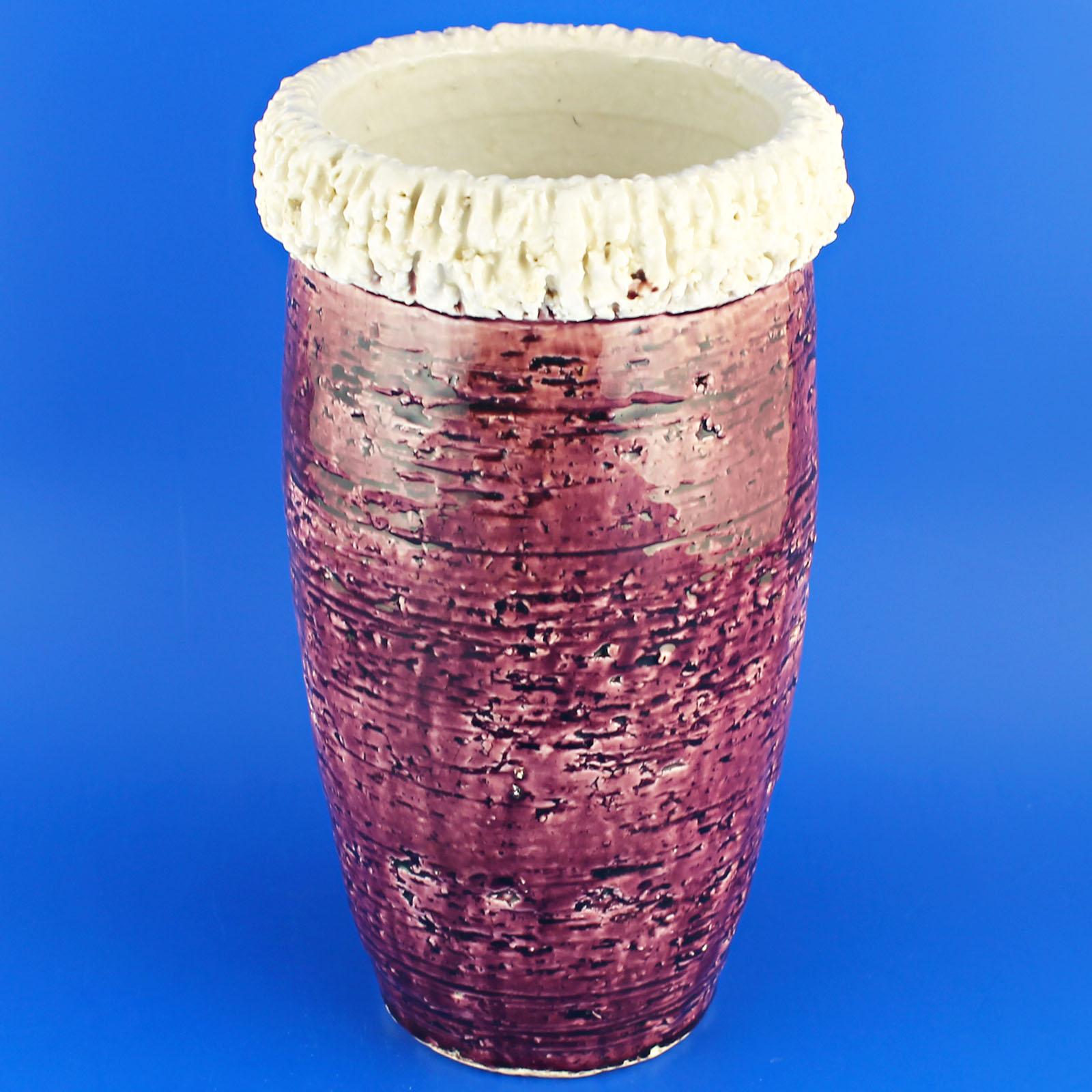 Gunnar Nylund (1960's) Grand purple chamotte vase.