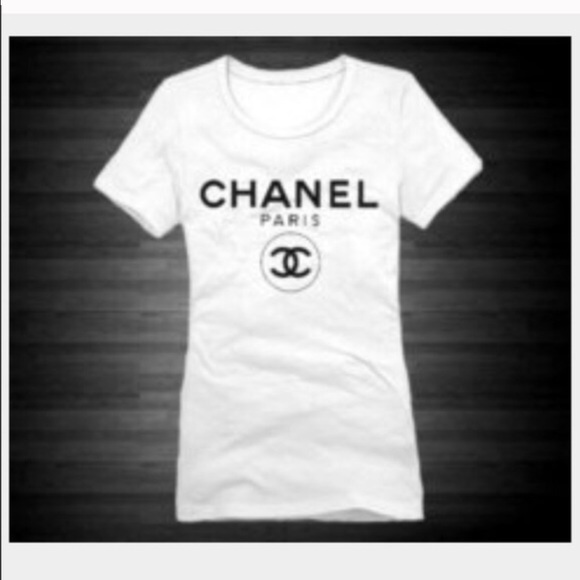 Chanel logo t shirt small.