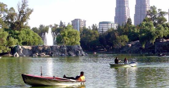Bosque de Chapultepec lake.