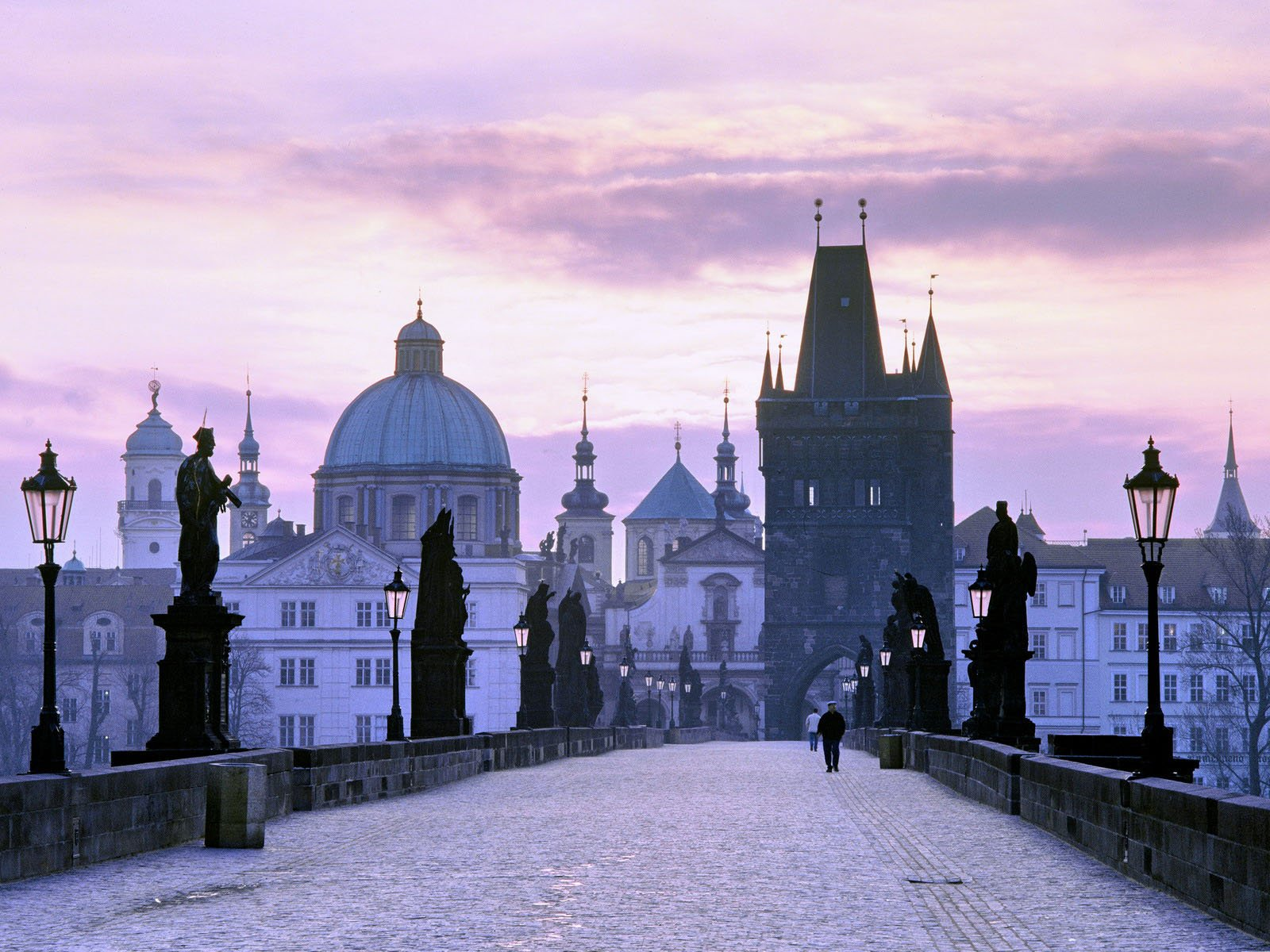 Charles_Bridge_Prague_Wallpaper.jpg?m=1399676400.