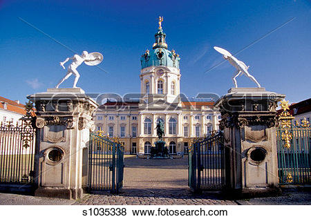 Pictures of Open entrance gate of the Charlottenburg Palace.
