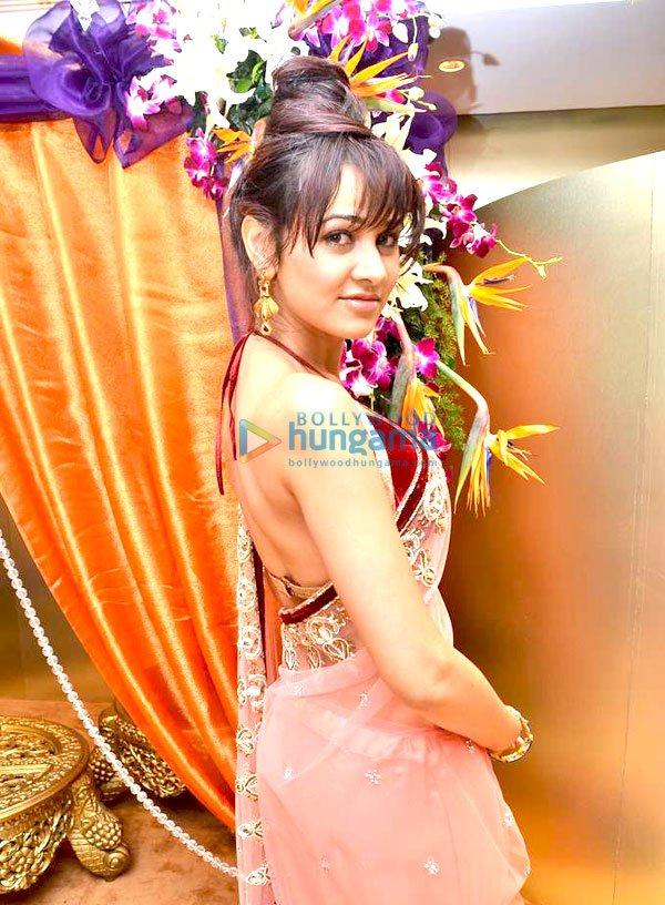 Yuvika chaudhary hd clipart.