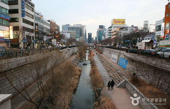 Cheonggyecheon.