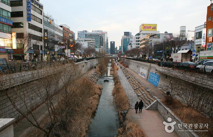 Cheonggyecheon.