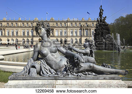 Pictures of Statue of a naked woman beside a water fountain; Die.